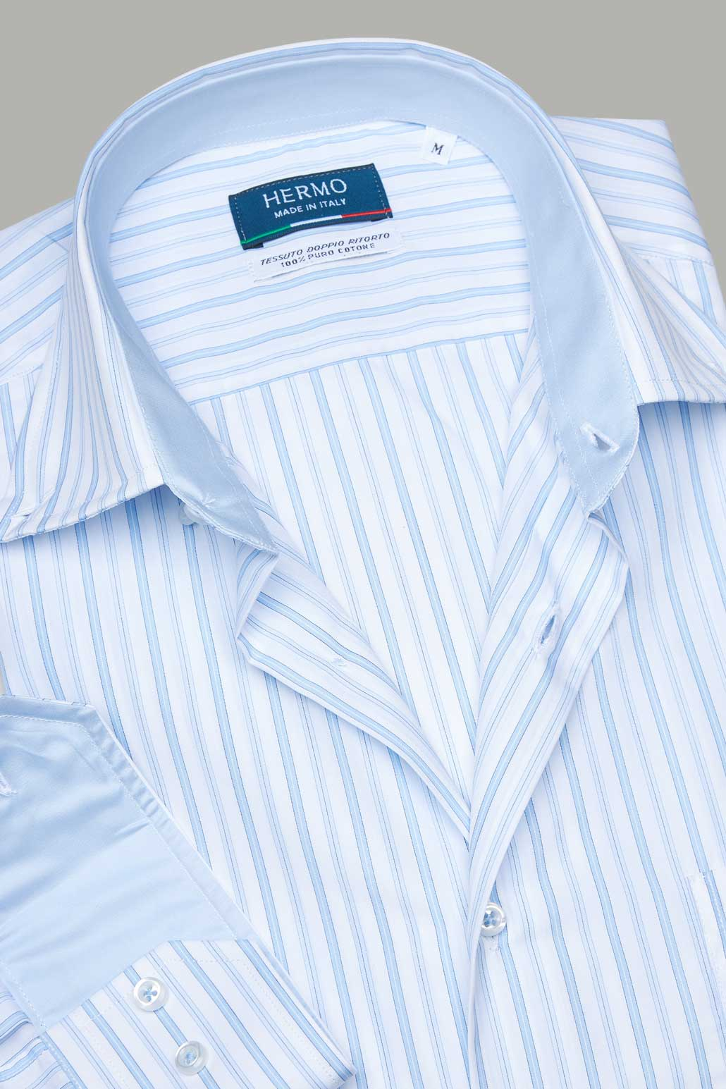 Dettaglio camicia azzurra a righe puro cotone doppio ritorto