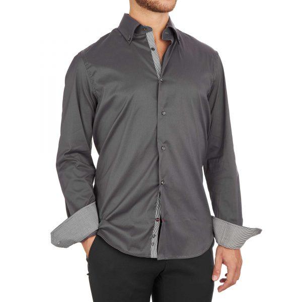 Camicia grigia elegante da uomo con inserti a righe