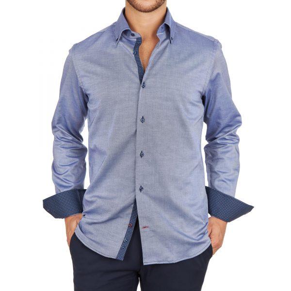 Fotomodello indossa camicia blu-grigio con inserti fantasia